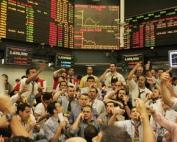 Dólar cai para R$ 1632 nos primeiros negócios na BM&F