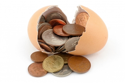Broken-Egg-With-Coins-by-thanunkorn
