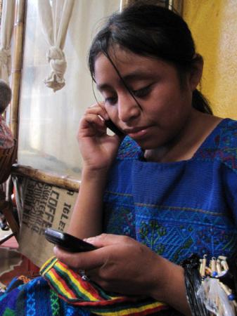 guatemala-girl-cell-phone