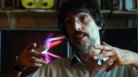 LOB6025 SÌO PAULO 01/12/2010 VARIEDADES PALAVRA CURZADA LOBÌO Mœsico Lob‹o durante entrevista ao Jornal da Tarde, em seu estœdio particular situado na PompŽia. FOTO JF DIORIO/AE
