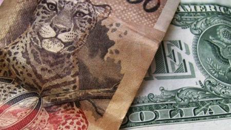 size_810_16_9_Nota_de_real_e_dólar-e1422535035345