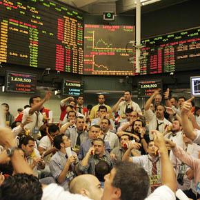 SP - PREGÃO/BM&F - ECONOMIA - Operadores durante o pregão da Bolsa de Mercadorias e Futuros (BM&F) nesta sexta- feira (30). Nesta manhã foi registrada uma queda do dólar em relação ao real, cotado a R $ 1,632, às 9h25. 30/05/2008 - Foto: SÉRGIO CASTRO/AGÊNCIA ESTADO/AE